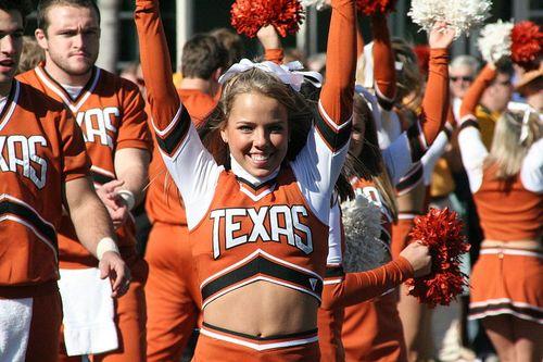 800px-UT_cheerleaders_San_Diego_2007-12-26