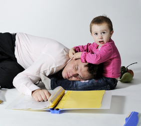 Sleepy_Dad © Dragos Iliescu - Fotolia.com