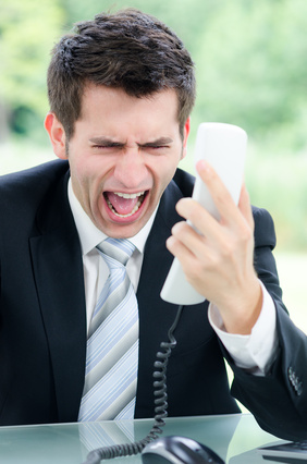 Man_Yelling_Phone © Picture-Factory - Fotolia.com